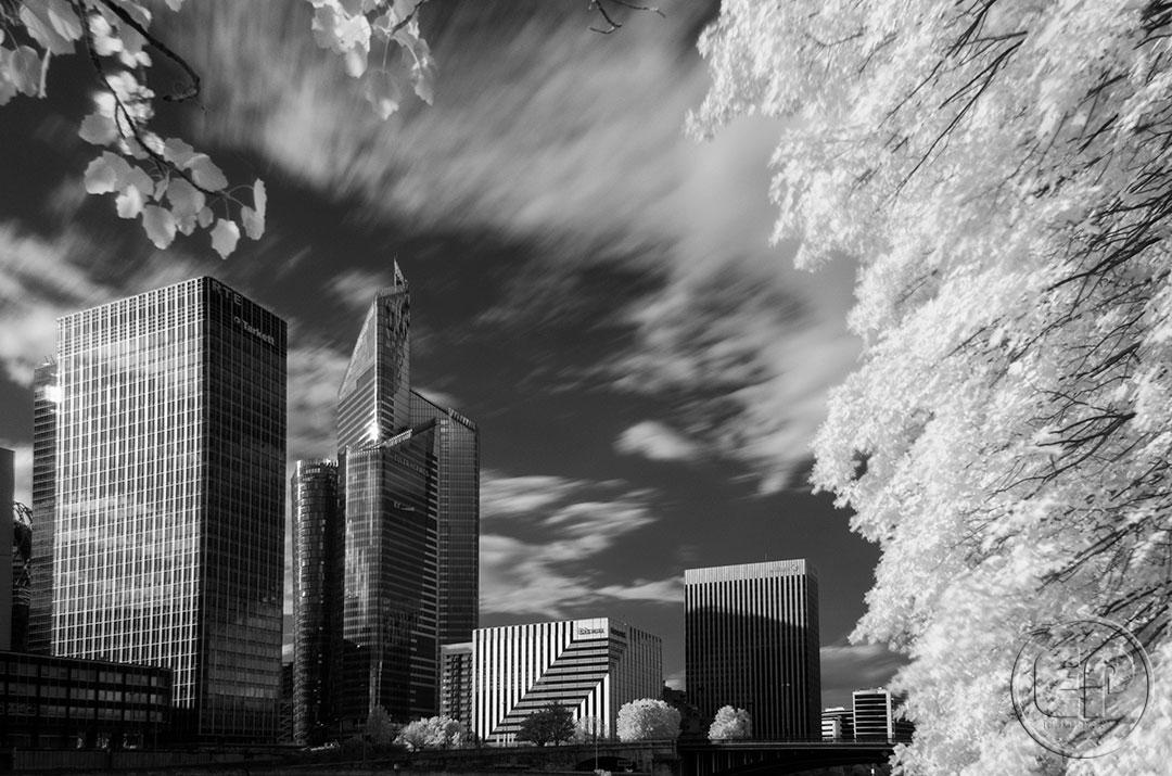 Esplanade Photo - Vue sur la Défense en infrarouge 02